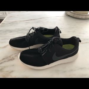 Nike Shoes - Men's Rosh Nike sneakers